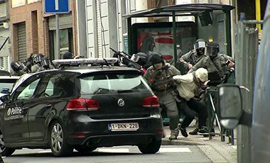 Armed Belgian police apprehend a suspect