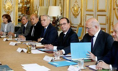 French President francois Hollande (C), Finance Minister Michel Sapin (2ndR), Foreign Minister Jean-Marc Ayrault (4thL), Defence minister Jean Yves Le Drian (3rdL) and Agriculture Minister and French government spokesman Stephane Le Foll (2ndL) attend an extraordinary weekly cabinet meeting following Britain's referendum results to leave the European Union, at the Elysee Palace in Paris, France, June 24, 2016.