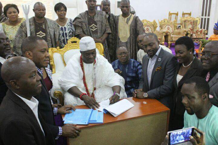 Ooni of Ife signing an MoU