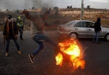 Palestinian_Israeli_Jerusalem_protest_flares