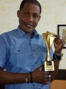 Ladong MakeOver boss, Ladi Muniz with the Nigeria Pageant Awards Makeup Artiste the Year award