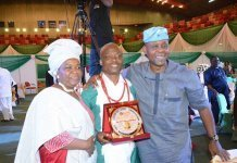 Wale Ojo-Lanre receives Tourism Transportation Sumit Award